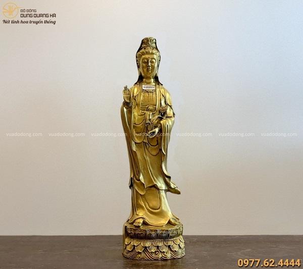 Tượng Quan Thế Âm Bồ Tát bằng đồng vàng kích thước 62x16cm