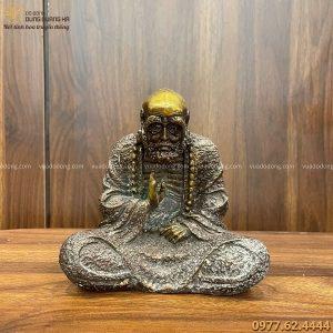 Tượng Đạt Ma sư tổ bằng đồng vàng hun cổ kính cao 15cm