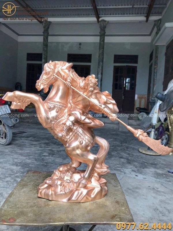 Tượng Quan Vân Trường cưỡi ngựa cầm đao cao 50cm bằng đồng đỏ
