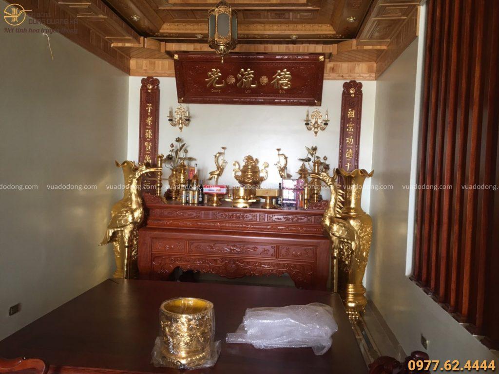 Bàn giao đồ thờ cúng và đôi lộc bình dát vàng 9999